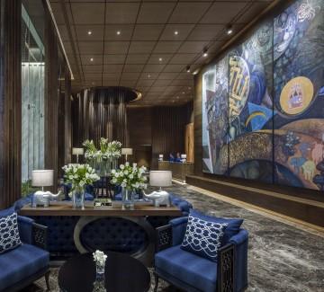 01 Hotel lobby